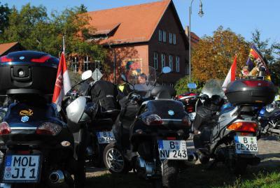 Foto zur Meldung: Traditionelle Falkenseer Bürgermeister- Motorradour 2011
