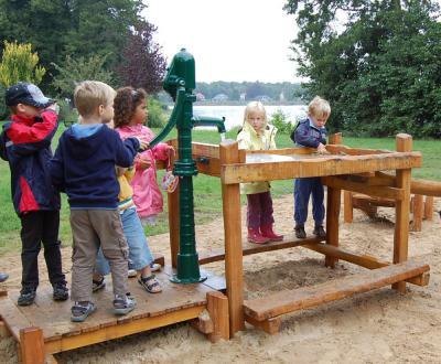 """Foto zu Meldung: Neue Spielgeräte für den Spielplatz am See – Herzlichen Dank an den Sponsor """"Energie Mark Brandenburg"""""""