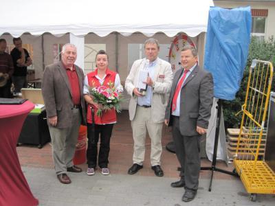 Bild der Meldung: Glückwünsche anlässlich des 10-jährigen Jubiläums des REWE-Marktes
