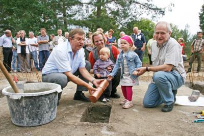 Foto zur Meldung: Grundstein für Kita in Stolzenhagen gelegt