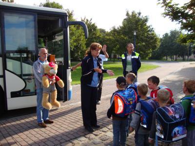 Foto zur Meldung: Busschule für die Golzower Grundschüler