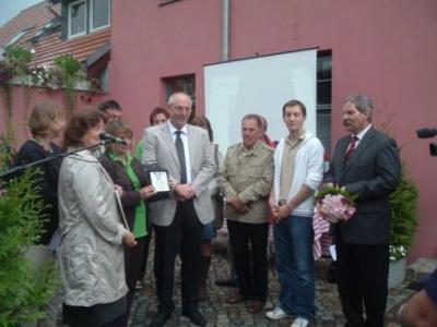 Foto zur Meldung: Denkmalpflegepreis an Förderverein Begegnungszentrum Oberlaubenstall Borgisdorf