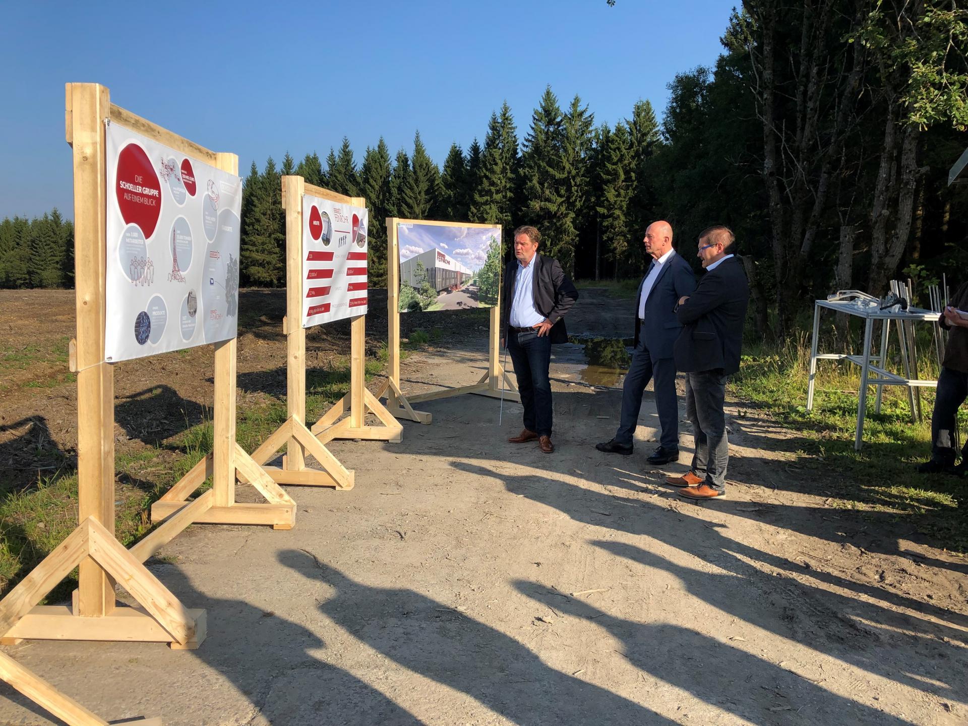 Von links: Geschäftsführer Markus Zübert, Minister Wolfgang Tiefensee und Bürgermeister Uwe Scheler