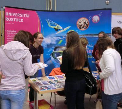 """Foto zu Meldung: """"jobstart"""" 2011 - Leitmesse für Ausbildung und Studium im Nordwesten Brandenburgs"""
