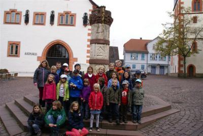 Foto zur Meldung: Kinderchor Wenings besucht Marionettentheater in Steinau