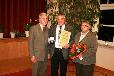 Foto zur Meldung: Max-Reger-Medaille für Albert Jungnickl