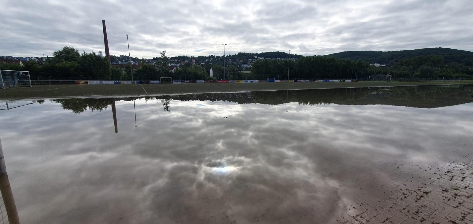 Sportplatz Hochwasser