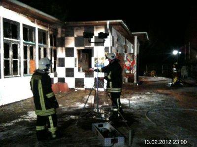 "Foto zur Meldung: Brand im Jugendklub ""Baracke"" – Falkensees Feuerwehr rückt aus"