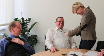 Bild der Meldung: Fachbereichsleiterin Angela Schnabel griff beherzt zur Schere