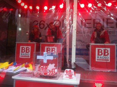 Foto zur Meldung: Weiter so! Schon mehr als 800 Papierflieger für die BB Radio-Stadtwette am frühen Morgen