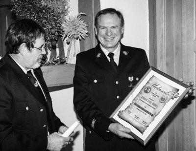 Foto zur Meldung: Zusammenarbeit erleichtert vieles - Erhard Müller ist Ehrenkommandant