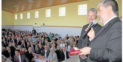 Foto zur Meldung: Frank Puchtlers 50. Geburtstag gerät zum Volksfest