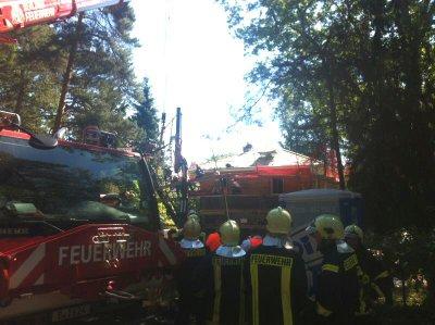 Foto zur Meldung: Schwerer Arbeitsunfall auf Falkenseer Privatbaustelle – Feuerwehr, Polizei und Rettungskräfte im Einsatz – Bauarbeiter per Hubschrauber ins Unfallklinikum Berlin