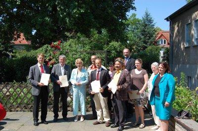 Foto zur Meldung: Bürgermeister Heiko Müller nimmt Fördermittelbescheide entgegen