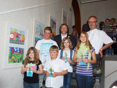 Foto zur Meldung: Schülerarbeiten  zum 59. Europäischen Wettbewerb in der Rathausgalerie - Bürgermeister zeichnet Preisträger aus