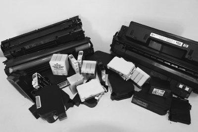 Foto zur Meldung: Rote Tonne für Druckerpatronen und Tonerkartuschen
