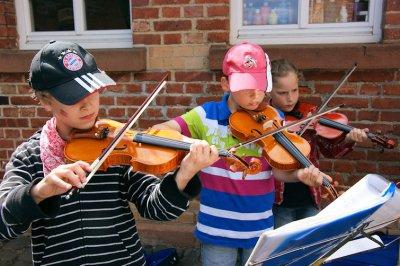 Foto zur Meldung: Schulhof wird zur Open-Air-Bühne