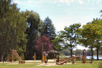 Foto zur Meldung: Matschen, rutschen, klettern? Auf zum Spielplatz am See!