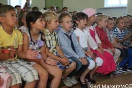 Foto zu Meldung: Erstmals auf der Schulbank