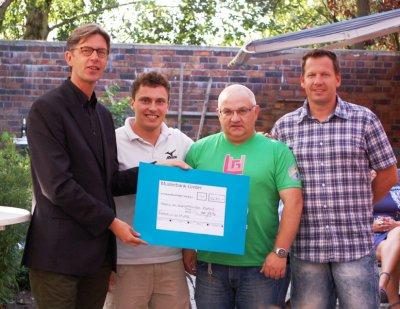 Foto zur Meldung: Spende an Rostocker Hospiz übergeben