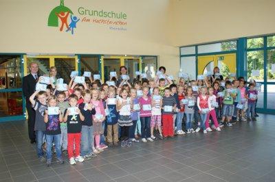 Foto zur Meldung: RWE spendiert Frühstücksdosen für Schulanfänger
