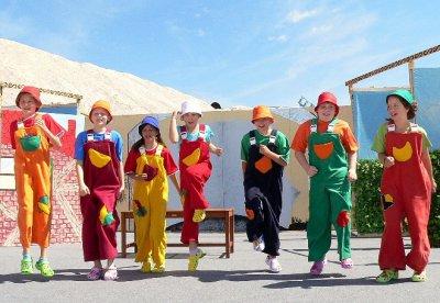 Foto zur Meldung: Spielzeiteröffnung in Farsleben mit sieben tanzenden Zwergen