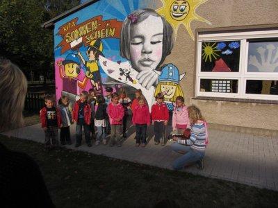 Foto zur Meldung: Eine neue Fassade für die Kita Sonnenschein in Hennickendorf