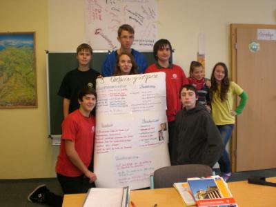 Foto zur Meldung: Klasse 9 erklärt die Verfassungsorgane
