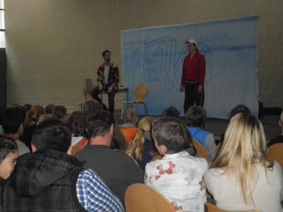 Foto zur Meldung: Ensemble Radiks zu Gast in der Grund- und Oberschule Schenkenland
