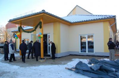 Foto zu Meldung: Raumqualität vom Familiencafé nun sichtbar - Projektpartner feiern schnellen Bau im Falkenhorst