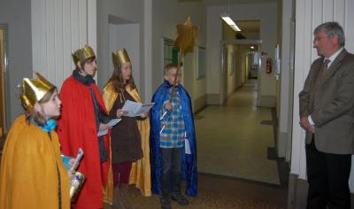 Foto zu Meldung: Sternsinger segneten das Rathaus und wünschten ein fröhliches neues Jahr