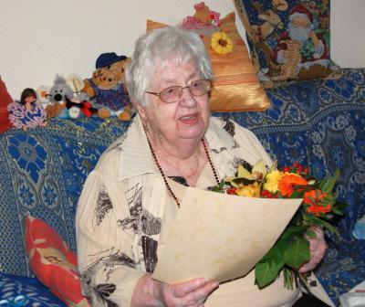 Foto zur Meldung: Seit 10 Jahren in Falkensee - und nie bereut: Bürgermeister gratuliert Hildegard Köpp zum 90. Geburtstag