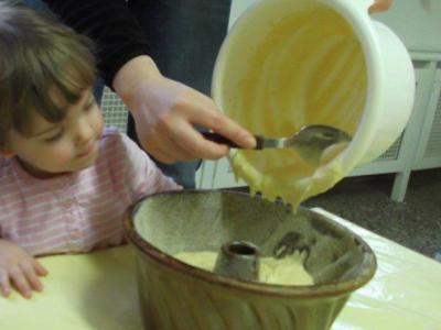 Foto zu Meldung: Danke-Kuchen für den Bürgermeister