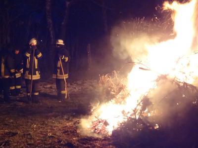 Foto zu Meldung: Feuer, Glühwein, Grillwurst und Musik
