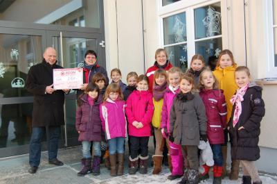 Foto zu Meldung: Bastelgeschick brachte 250 Euro für die Hortkasse