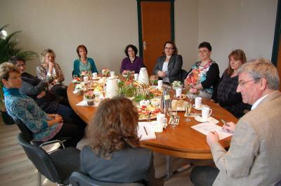 Foto zur Meldung: Internationaler Frauentag: Bürgermeister Heiko Müller lud zum Frühstück ein