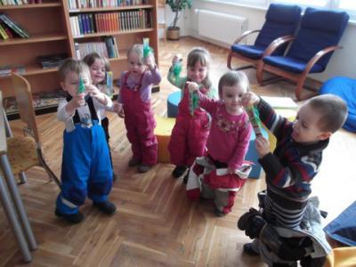 Foto zu Meldung: Spatzenkinder in der Bibliothek