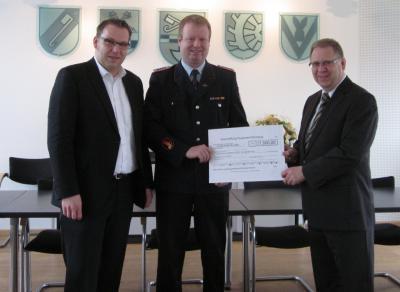 Foto zur Meldung: KWG spendet 1500 € für den Feuerwehrnachwuchs