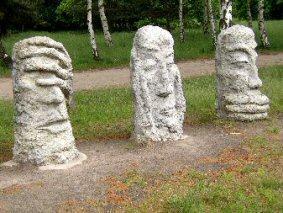 Foto zur Meldung: Gedenkveranstaltung mit ehemaligen Häftlingen im Geschichtspark - Gedenkstätte KZ-Außenlager