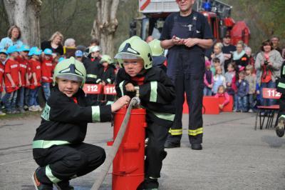 Vorschaubild zur Meldung: Kita-Feuerwehrtag: Kleine Strolche ganz groß