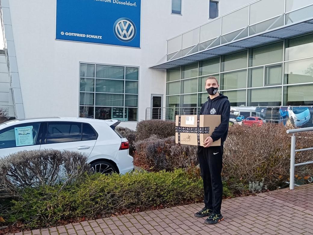 Justin Klose mit Trikot-Paket