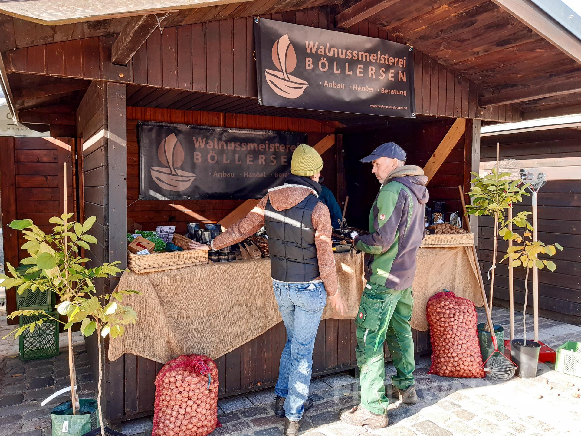 Wissenswertes rund um die Walnuss vermittelten die Anbieter von der Walnussmeisterei Böllersen. Foto: Sarah Schütte