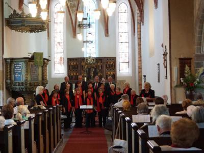 Foto zu Meldung: Rehfelder Sängerkreis beim Märkischen Chorfest
