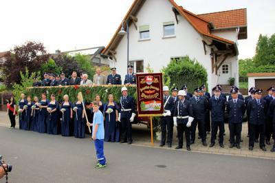 Foto zu Meldung: Festumzug mit über 600 Feuerwehrleuten