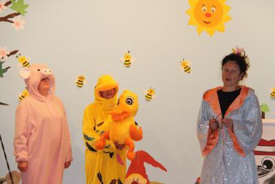 Vorschaubild zur Meldung: Ellywunschente war zu Besuch in der Grundschule Elster