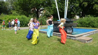 Foto zur Meldung: Ferienspiele der Stadt Gedern – Bouleturnier am Platz Nucourt in Wenings