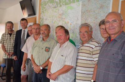 Mitglieder des Naturschutzbeirates nehmen Berufungsurkunden entgegen