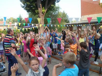 """Foto zur Meldung: Hüpfburg und Ponyreiten – Sommerfest im Hort """"A. Diesterweg"""""""