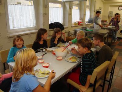 """Foto zur Meldung: """"Jung und Alt"""" kochen in der Schule Golzow"""