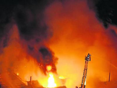 Foto zur Meldung: Lagerhalle ging in Flammen auf